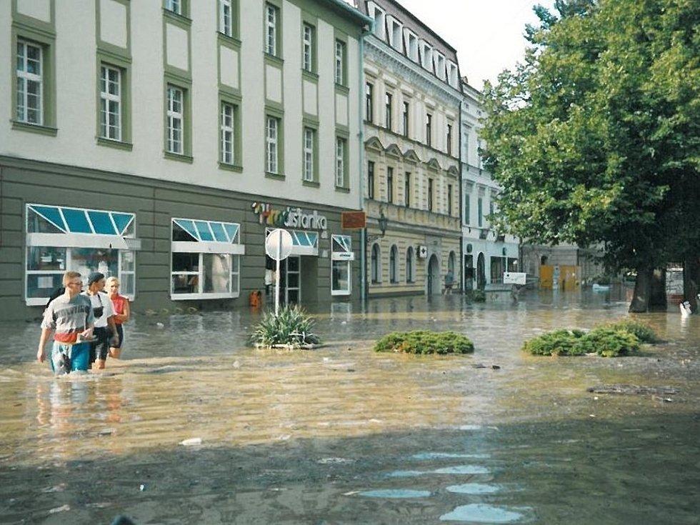 Takto vypadalo Masarykovo náměstí před prodejnou Hradišťanka.