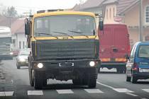 Huštěnovické trápí stovky náklaďáků, od kterých praskají zdi okolních domů.