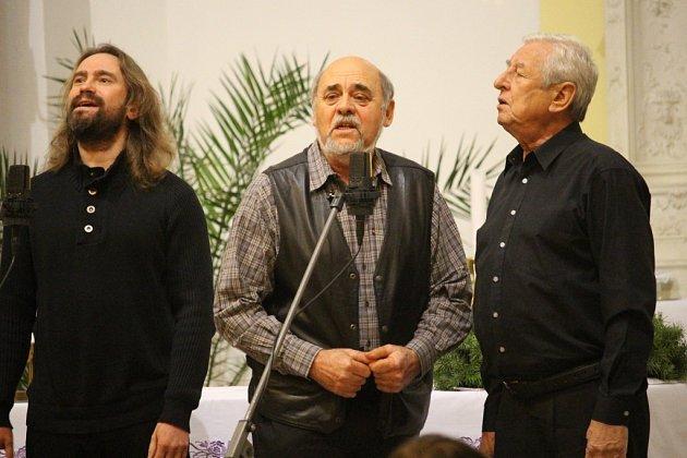 Na vystoupení skupiny Spirituál Kvintet se do Nedachlebic přišly podívat desítky lidí.
