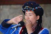 Vystoupení mezinárodních folklórních souborů v  muzeu J. A. Komenského  v Uherském Brodě.Na snímku  čínský soubor Puni traditional Cultur group