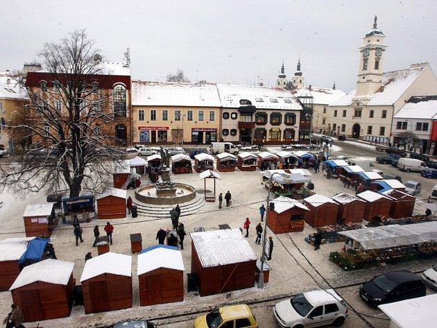 Vánoční trhy na náměstí v Uherském Brodě. Ilustrační foto.
