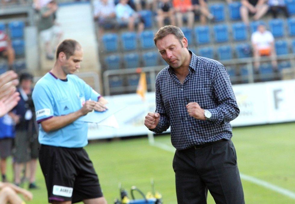1. FC Slovácko - Jihlava. 2:1. Radost trenéra Svatopluka Habance.