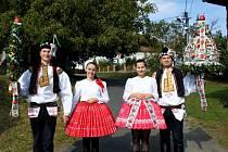 TRAPLICKÉ HODOVÁNÍ. V soukolí kolotoče hodové tradice na Slovácku se o víkendu ocitly i Traplice, které v neděli vyvrcholily obchůzkou s právy po dědině.