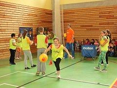 Reprezentanti přijeli do boršické školy ukázat dětem, jak se hraje basketbal na nejvyšší úrovni.