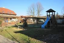 Zvelebit dětské hřiště u mateřské školy si dali v tomto roce za cíl v Drslavicích.