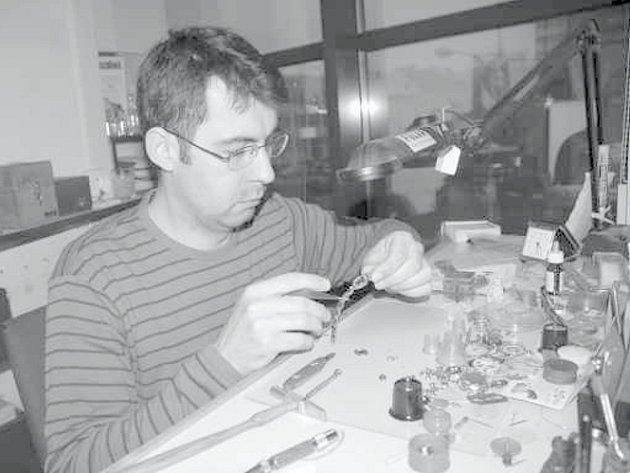 Zejména v období před Vánocemi si Zbyněk Orság na nedostatek práce stěžovat nemůže.
