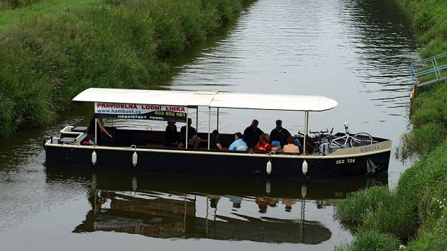 Do Kunovic se dá nově přijet i po vodě. K vyložení cestujících stačí skromné, ale efektivní úvaziště lodí.