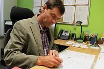 Ředitele Sportovní školy v Uherském Hradišti letos čeká téměř šest stovek podpisů na vysvědčení.