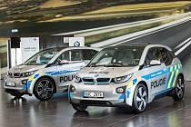 Městští policisté v Uherském Hradišti získají na půlroční zkoušku moderní elektromobil značky BMW i3.