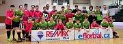 Florbalisté 1. AC Uherský Brod (v zeleném) a FBC Slovácko uspěli v baráži a postoupili na mistrovství republiky.