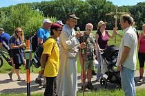 Pět dnů šlapali věřící poutníci ze Sv. Kopečku na Velehrad, tři dny ze Sv. Hostýna a jeden den zkopce Svatého Antonínka.