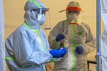 Odběry na testy na koronavirus.