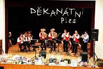 Staroměstská kapela vyhrávala na děkanátním plese k tanci i poslechu.