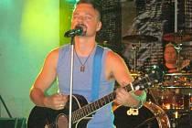 Fanoušci Argemy jsou s novým zpěvákem kapely spokojeni. Nováček Jaromír Hnilica prý do skupiny zapadl, jako by tam zpíval řadu let.