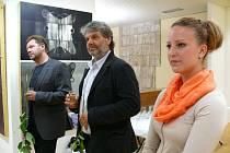 Karol Felix a Marián Komáček s kurátorkou výstavy Petrou Baroňovou.