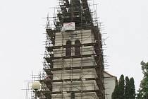 Chrám z počátku 18. století je momentálně v zajetí železné konstrukce.