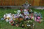 Pomníček v místě neštěstí místní stále udržují.