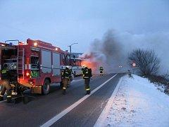 Požár autobusu u Buchlovic.