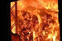 Požár velkokapacitního seníku v Nivnici.