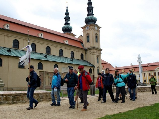 Na Svatováclavskou pouť vyrazili věřící lidé v pátek po poledni z Velehradu na Hostýn.