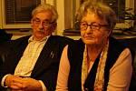 Manželé Vaculíkovi na besedě v knihkupectví Portal v r. 2006.