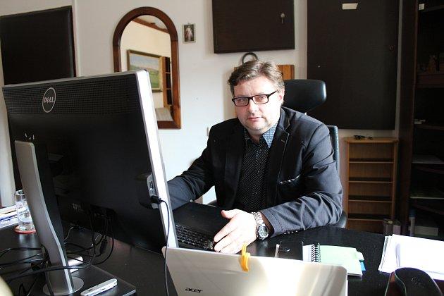 Ředitel Muzea J. A. Komenského Miroslav Vaškových ve své kanceláři.