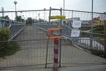 Trasa přes řeku Moravu je kvůli pracím na výstavbě nové lávky v současné době uzavřena. V provozu by mohla být koncem října, pak ji ale čeká další uzávěra z důvodu oprav dvou přilehlých mostků.