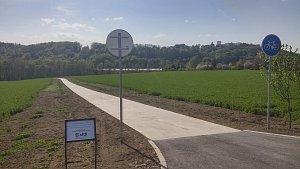 Začátek téměř 2,5 kilometru dlouhé cyklostezky u Bojkovic
