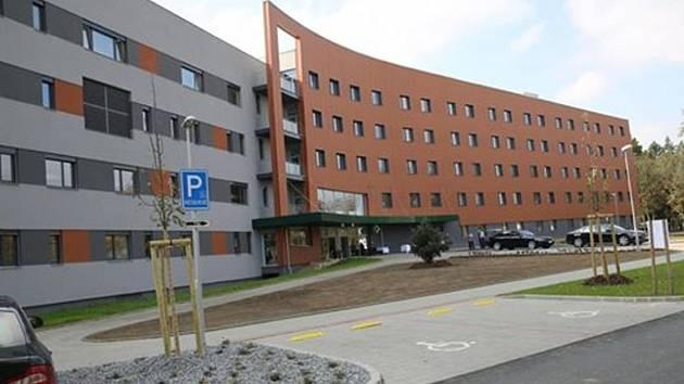 Centrální pavilon Uherskohradišťské nemocnice. Ilustrační foto.