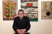 Sběratel Gabriel Slanicay na výstavě své sbírky ve Slovácké galerii v Uherském Hradišti.