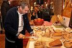 Muzeum Podhradí v Buchlovicích otevřelo výstavu Ukrojte si nás. Je zaměřená na chleba.