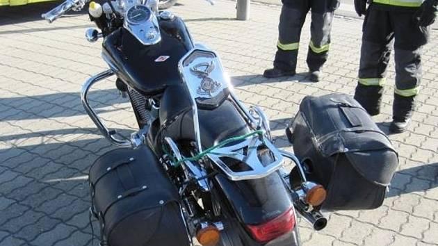 Nehoda motorkáře s nákladním vozem, která se stala v úterý 22. září před devátou hodinou ráno ve Starém Městě, si naštěstí vyžádala jen lehké zranění motorkáře.
