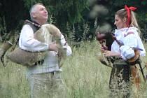 Pavel Popelka s dcerou na Koseckých písních v Buchlovicích.