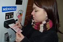 Po instalaci měniček  bankovek by neměli mít lidé s placením v nemocnici žádné potíže.
