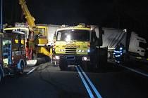 Převrácený kamion v Chřibech zcela zablokoval komunikaci