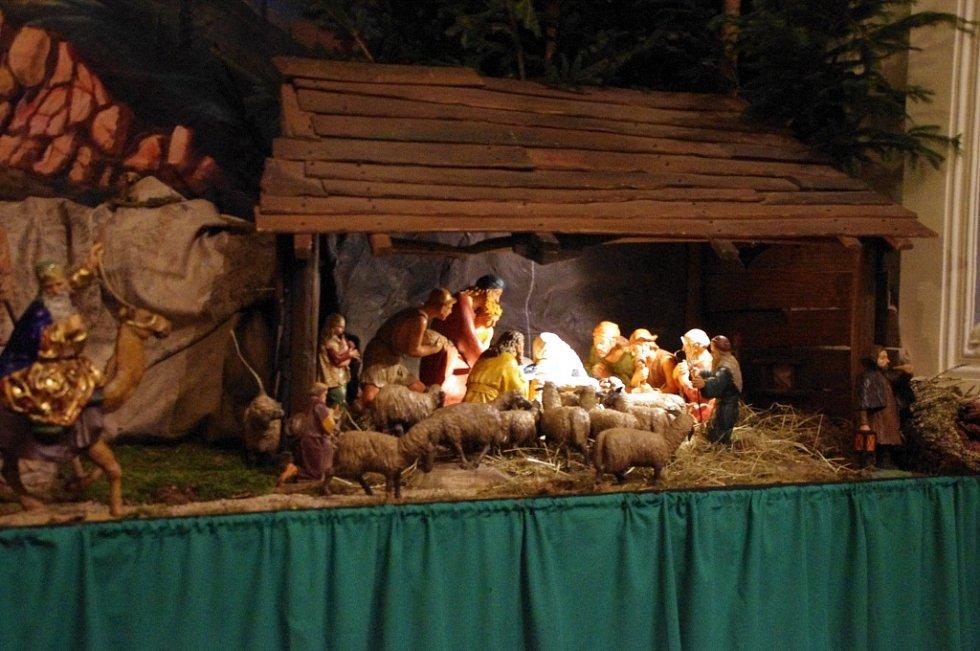 Půlnoční na Velehradě se nesla na tónech od Jiřího Pavlici. Bohoslužbu sloužil správce tamní farnosti Petr Přádka.