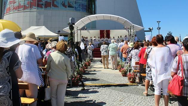 Primiční mše Michala Staufčíka na náměstí Velké Moravy ve Starém Městě