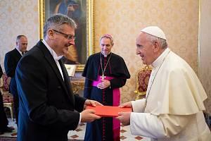 Velvyslanec ve Vatikánu Václav Kolaja. Předávání pověřovacích listin papeži Františkovi.