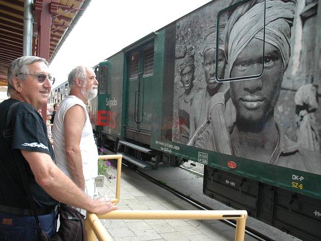 Vlak poprvé v roce 2005 přivezl na Slovácko výstavu Sabastiãa Salgada s názvem Workers.