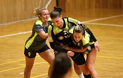 Házenkářky Kunovic (v šedých dresech) nezvládly víkendové derby v Hodoníně, kde prohrály