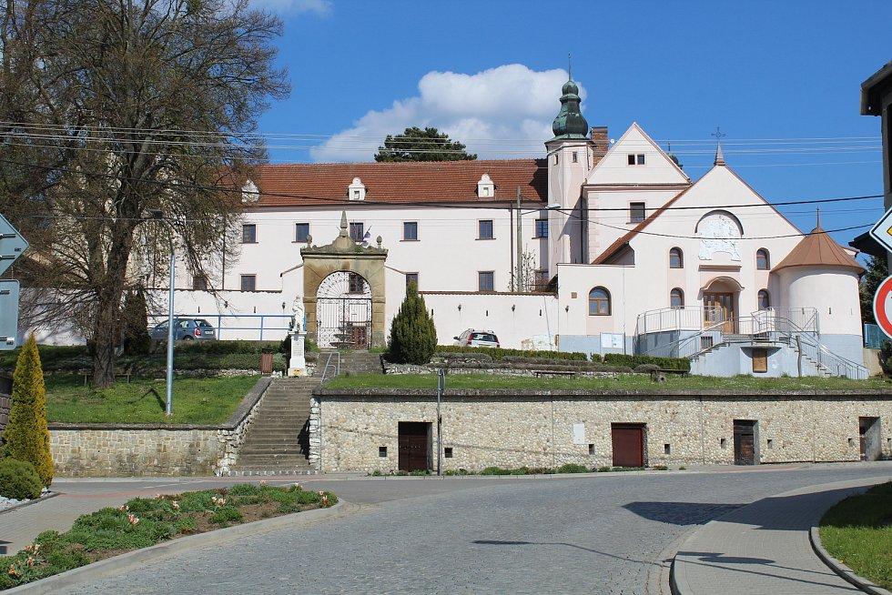Prohlídka obce Ořechov. Zámek.