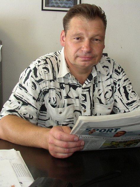 Antonín Burďák pracuje jako ředitel bezpečnostní agentury. Oblek po práci vymění za zápasnické kimono.