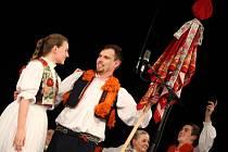 Folklorní studio Buchlovice se společně s cimbálovou muzikou Rubáš společně představily hradišťskému publiku.