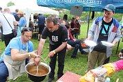 Už druhý ročník Gulášfestu se konal ve venkovním areálu Šumic poblíž místní cyklostezky