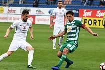 Fotbalisté Slovácka (v bílých dresech) proti Bohemians. Ilustrační foto
