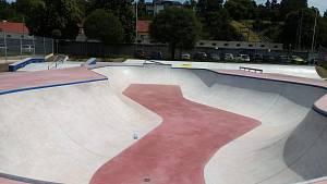 Těsně před dokončením je skatepark v Uherském Hradišti, nacházející se v těsném sousedství tamního aquaparku. Momentálně tam vrcholí terénní úpravy.