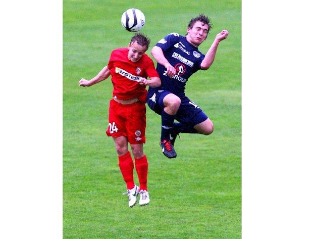 Roman Haša (vpravo) se sice v sobotu střelecky neprosadil, to ho však vůbec nemuselo mrzet, neboť fotbalisté Slovácka i tak zvítězili v Brně přesvědčivě 3:1.