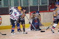 Ostrožští hokejisté překonali v posledním zápase finálové série Tučka v domácí bráně pouze jednou, a tak šampaňské stříkalo na brumovské straně.