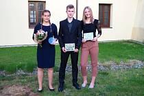 TI NEJLEPŠÍ. Absolutní vítězkou ankety se stala softbalistka Eliška Stejskalová (vlevo), kategorii dospělých ovládl sportovní střelec Josef Pečenka a v juniorské kategorii získala nejvíce hlasů házenkářka Lucie Fleková (vpravo).