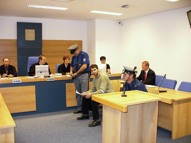 Karel Kotouček, který podle obžaloby napadl postupně tři dívky, včera vypovídal před zlínským soudem.